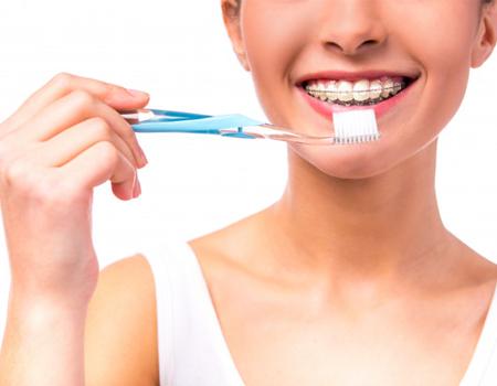 Imagem ilustrativa sobre https://clinodente.com.br/5-dicas-de-higiene-para-quem-usa-aparelho-dentario/